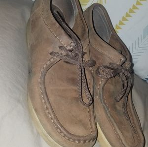 Womens size 8m Clark's wallabees
